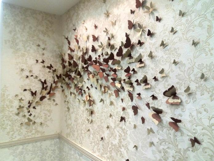 papillons sur les murs mitoyens