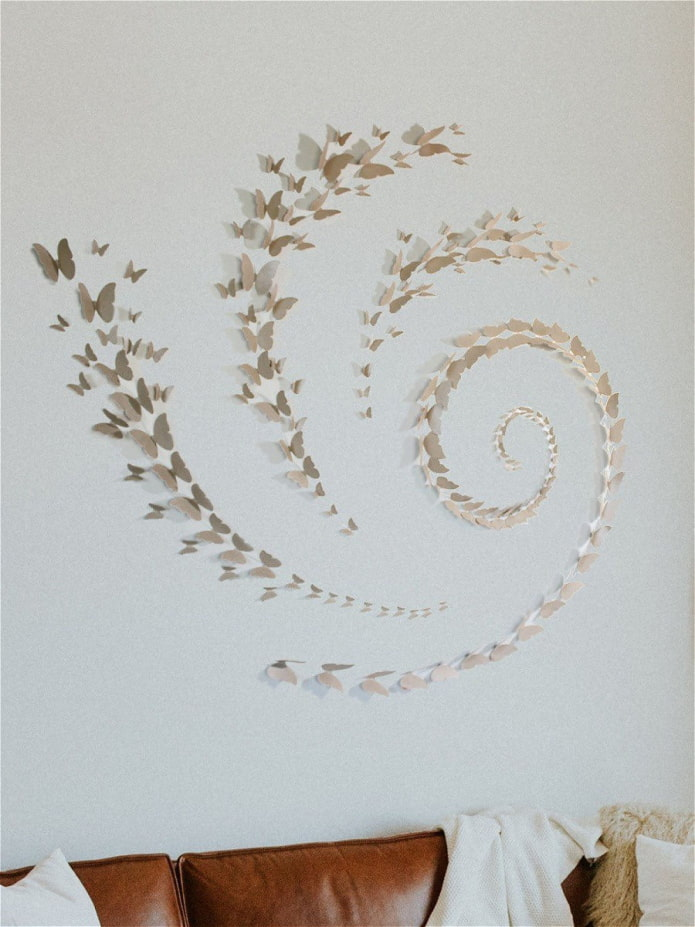 spirale de papillons sur le mur