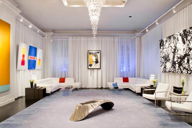 Le lustre long en forme de cône convient aux pièces avec de hauts plafonds