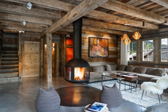 cheminée suspendue dans la maison