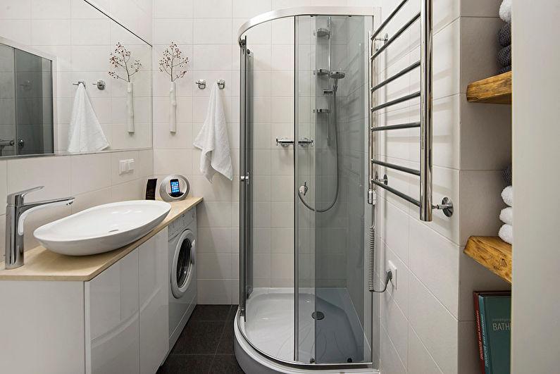 Conception d'une salle de bain blanche à Khrouchtchev