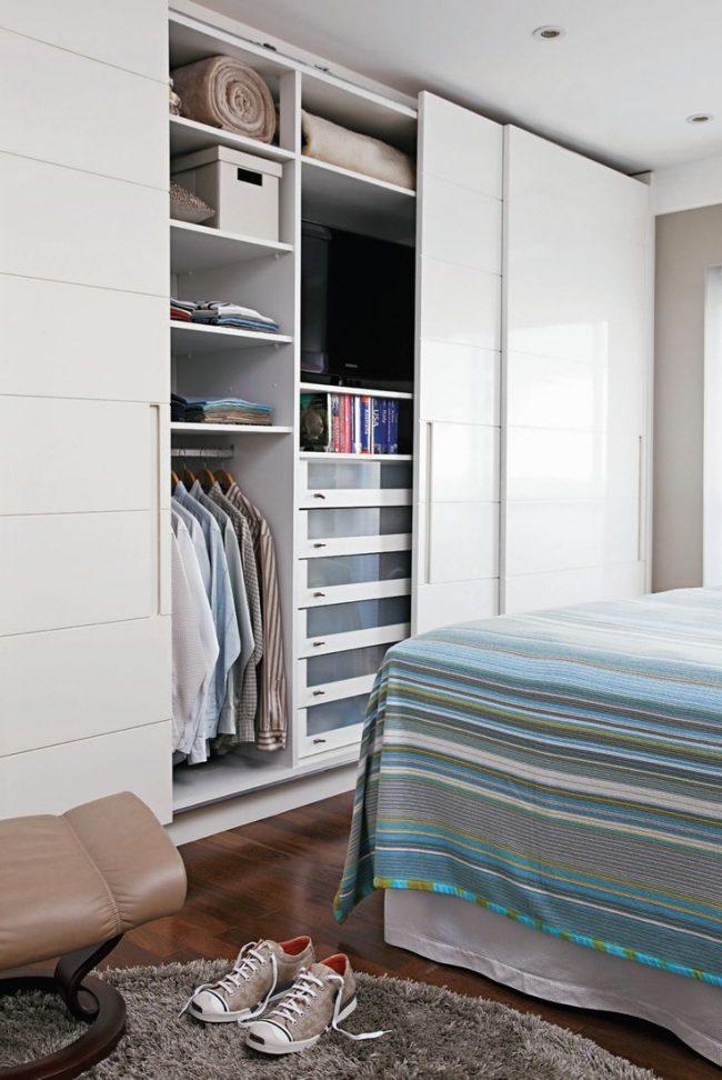 Armoire de couchage, dans laquelle vous pouvez également cacher la télévision