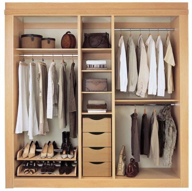 Petits tiroirs pratiques pour les petits articles de garde-robe
