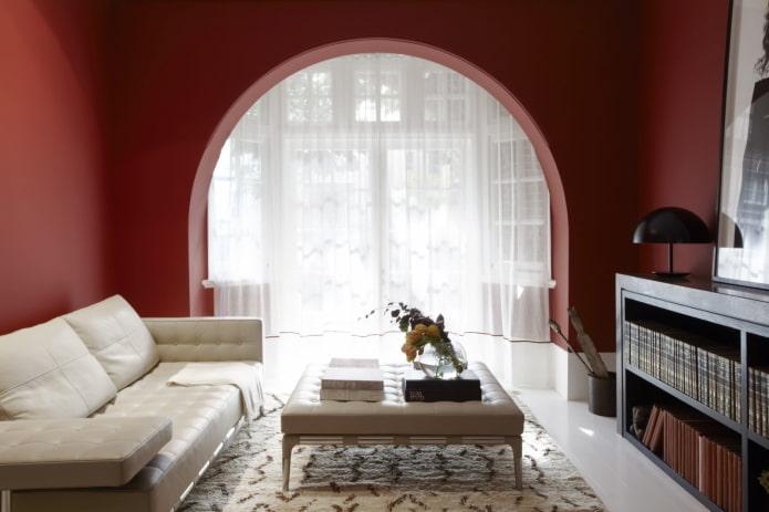 arche de placoplâtre sur la fenêtre à l'intérieur