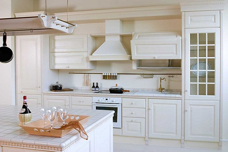 Cuisine blanche de style provençal - Design d'intérieur