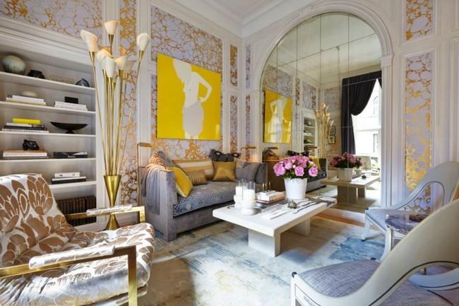 Petit salon panoramique avec papier peint doré