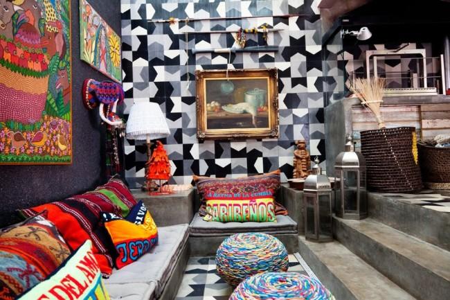 Salon de style ethnique avec papier peint noir et blanc