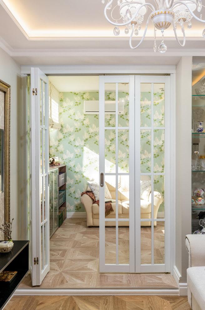 portes pliantes en blanc à l'intérieur