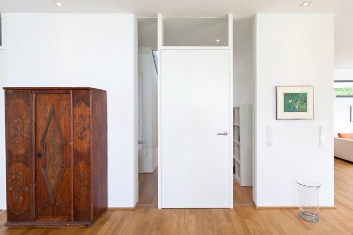 portes blanches mates à l'intérieur
