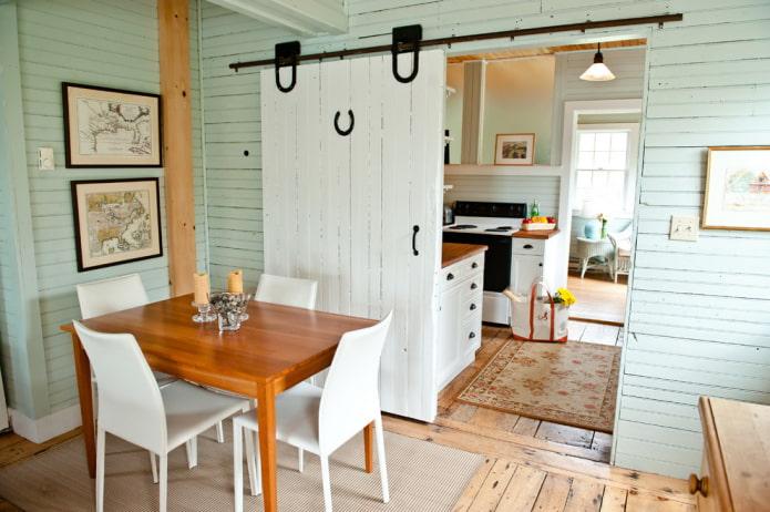 portes de grange blanches à l'intérieur