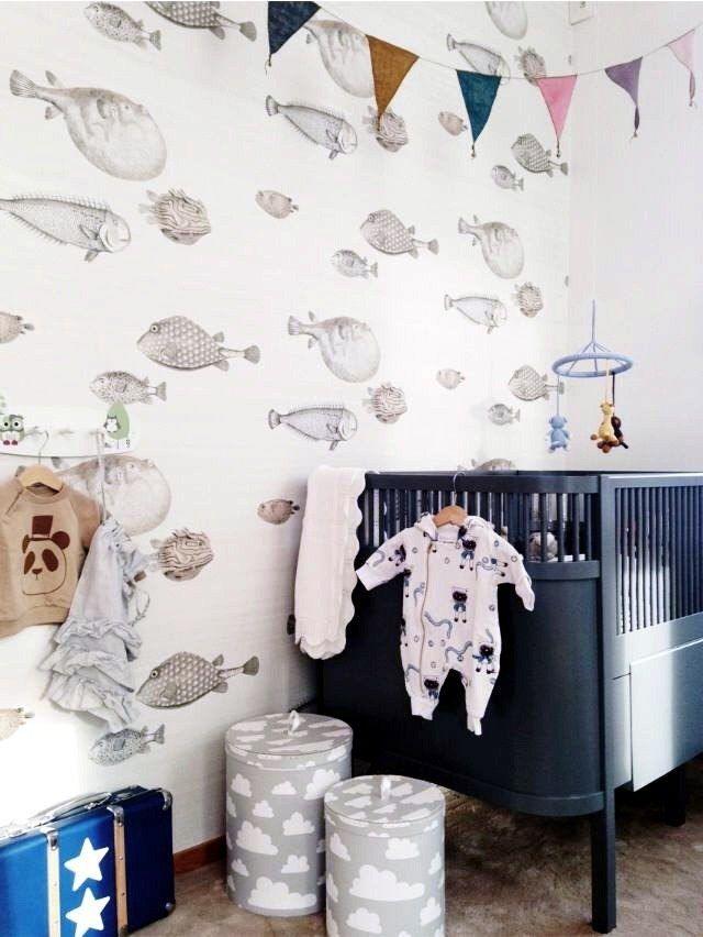 Papier peint discret et apaisant dans la chambre de bébé
