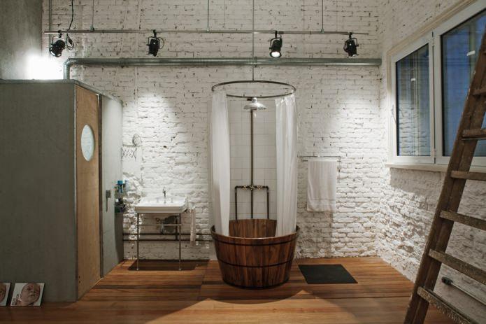 plomberie dans la salle de bain dans le style loft