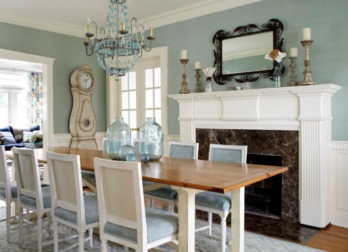 papier peint dans la salle à manger avec cheminée