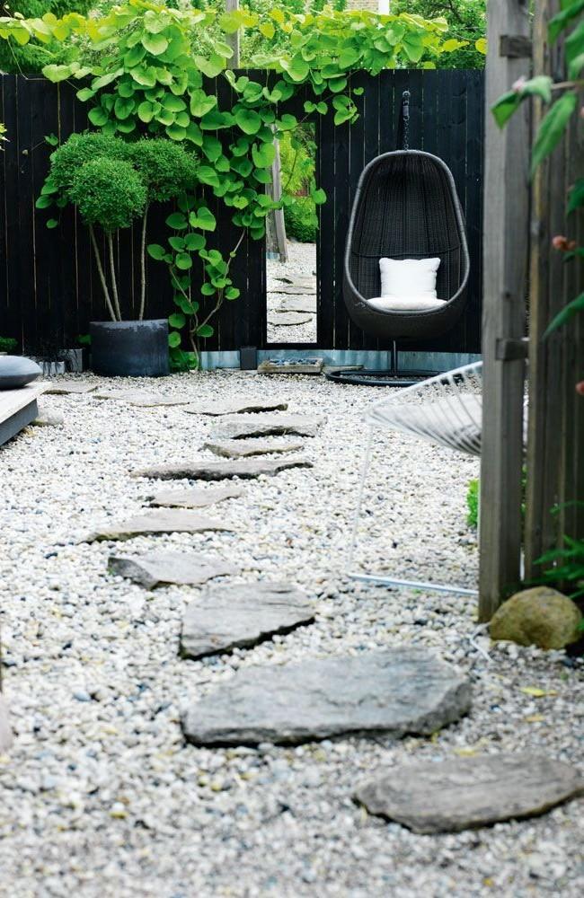 Sentier spectaculaire de pierres simples