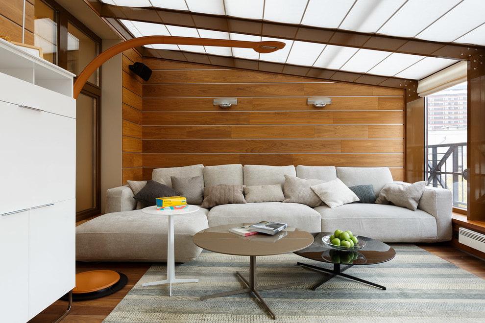 Grand canapé dans le salon