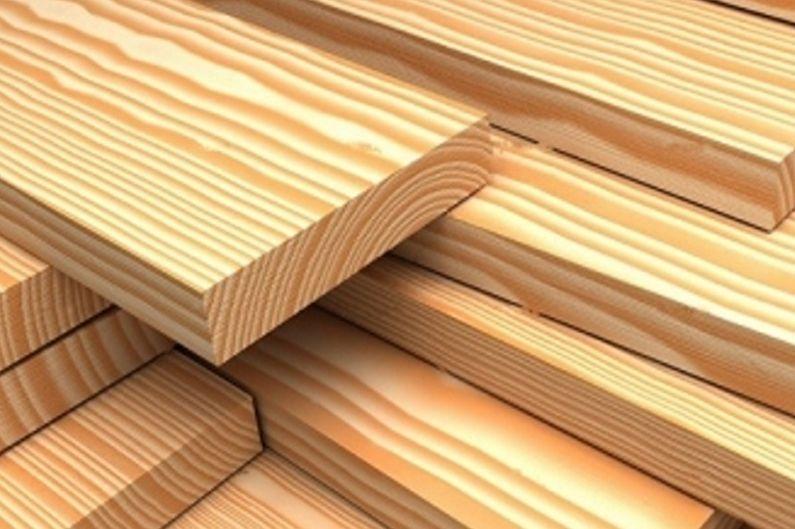 Armoire d'angle en bois massif dans le couloir