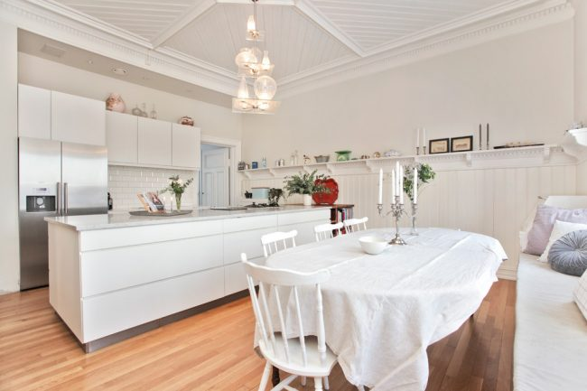 La nappe en lin apportera de la légèreté à l'intérieur de votre cuisine