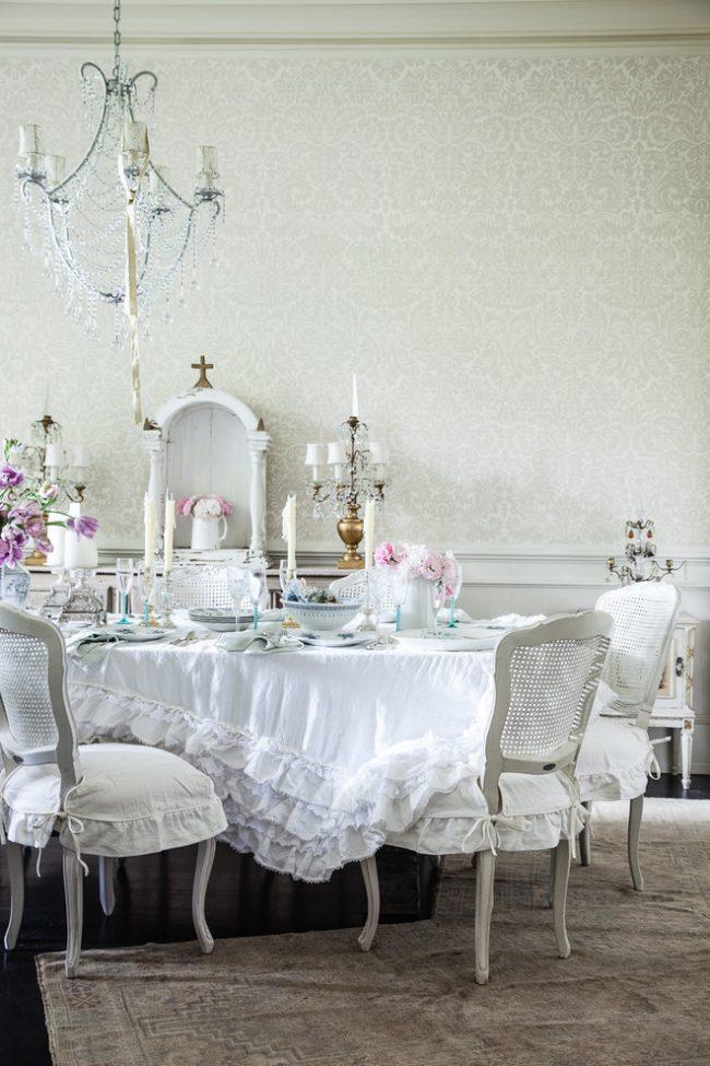 Nappe blanche comme neige chic sur la table de fête