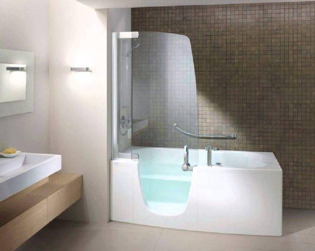 Le rideau de verre original pour la salle de bain zone parfaitement l'espace