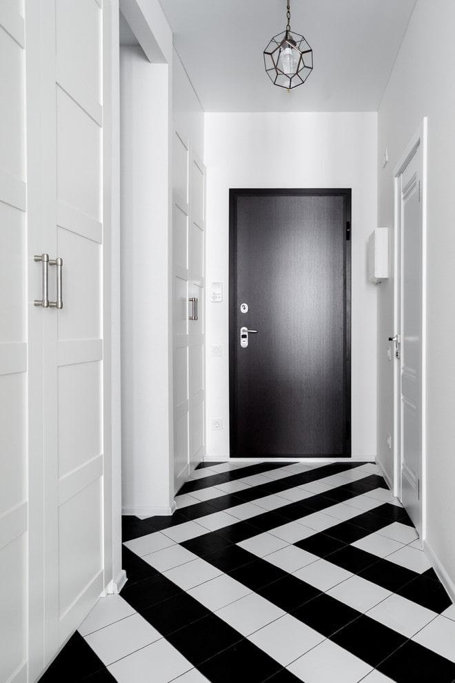 motif géométrique sur le sol à partir de carreaux