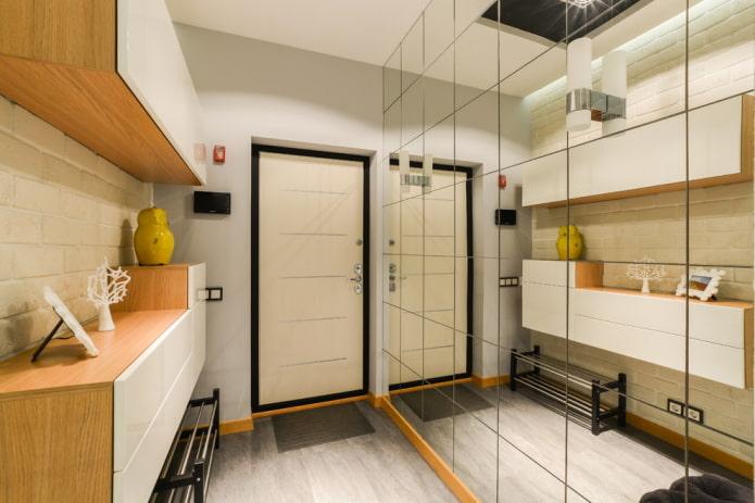 meubles légers dans le couloir