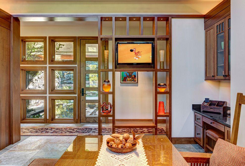 Pour obtenir un éclairage confortable d'une certaine zone, les racks sont souvent équipés d'un éclairage décoratif.