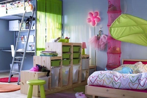Une cloison en rack dans la chambre des enfants aidera à désigner la zone de jeu et d'étude (de travail)