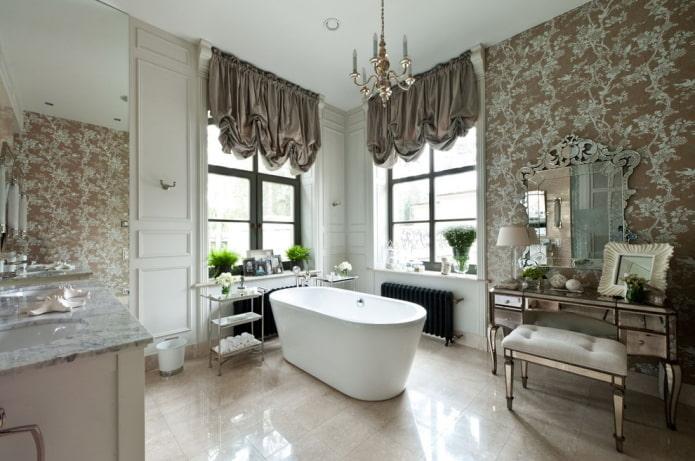 rideaux marron dans la salle de bain