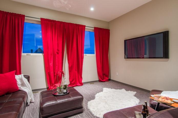 rideaux en rouge dans le salon