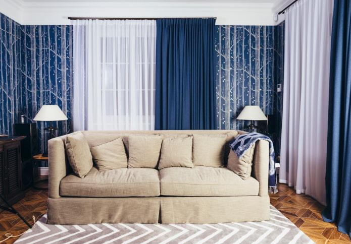 rideaux en bleu à l'intérieur