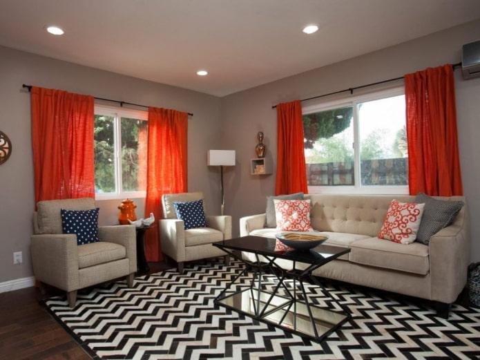 rideaux orange dans le salon