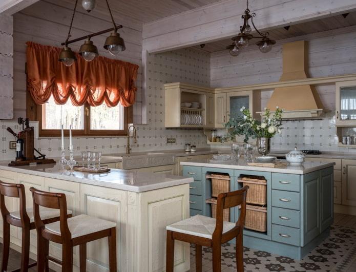rideaux orange dans la cuisine