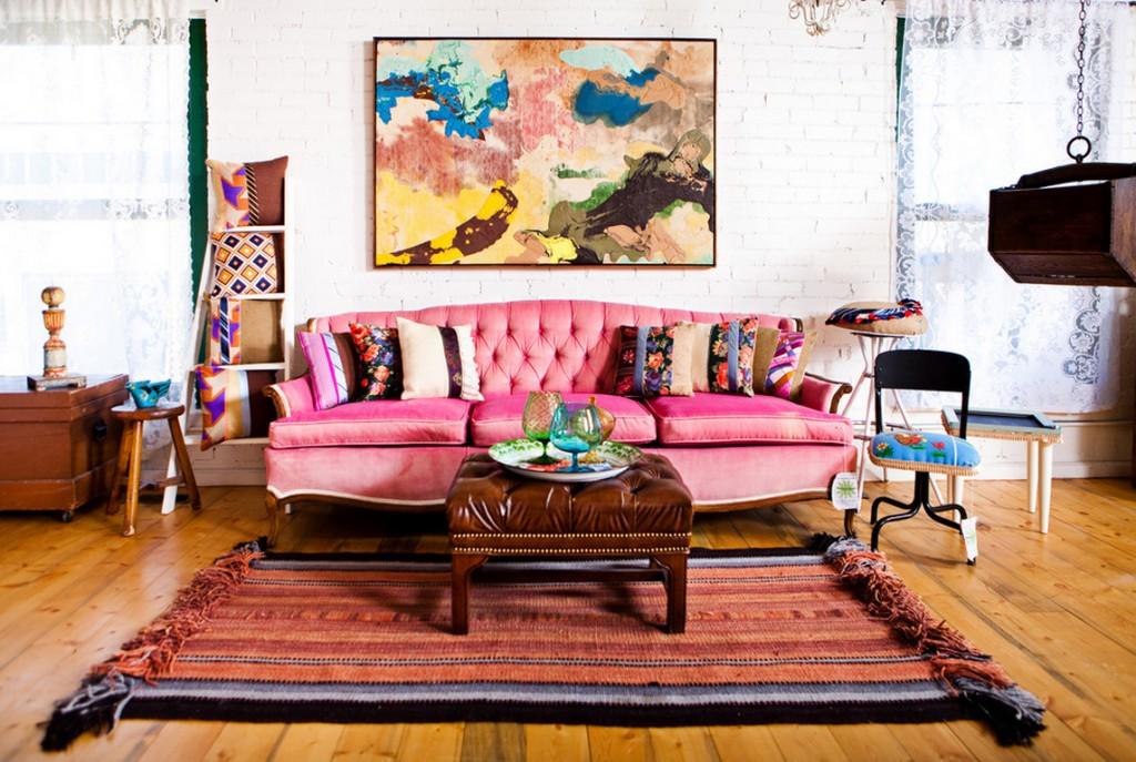 Intérieur de style bohème - original, insouciant et saturé de couleurs vives