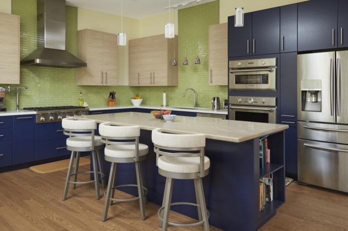 conception de cuisine dans des tons bleu-vert