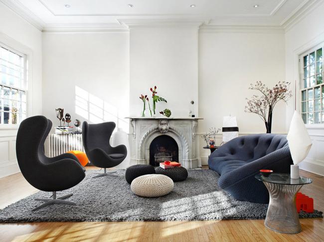 L'intérieur moderne complétera la cheminée dans un style traditionnel avec l'utilisation de stuc
