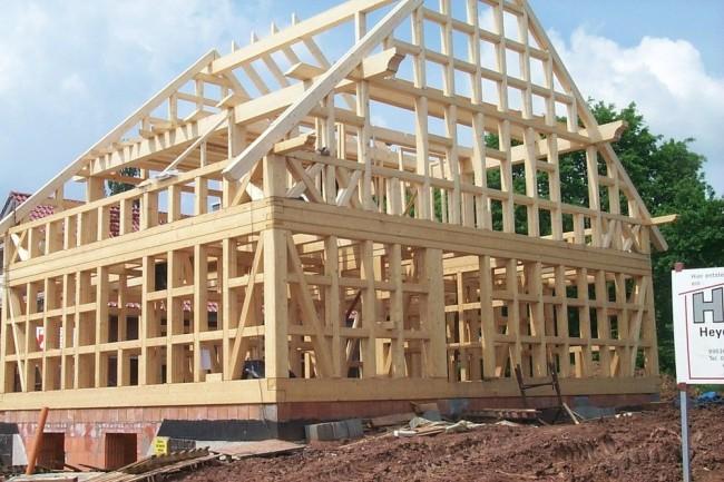 La base d'une maison à colombages est un cadre en bois complexe