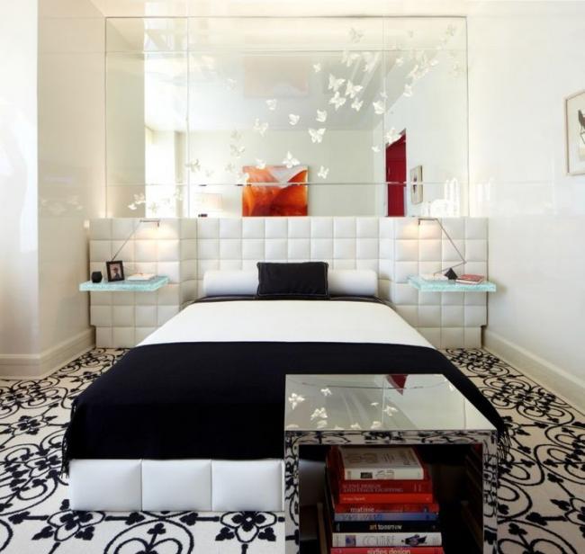 Une solution intéressante pour décorer le mur miroir de la chambre avec des papillons en papier