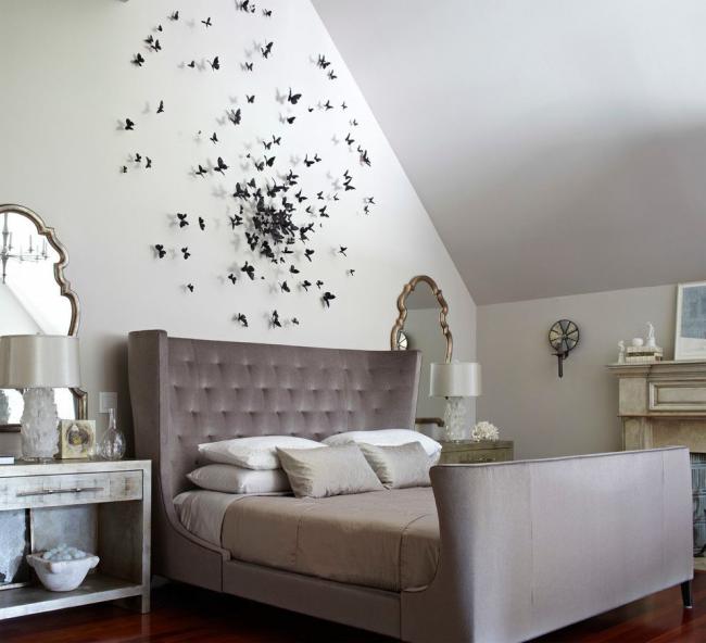 Chambre classique avec décoration murale contrastée