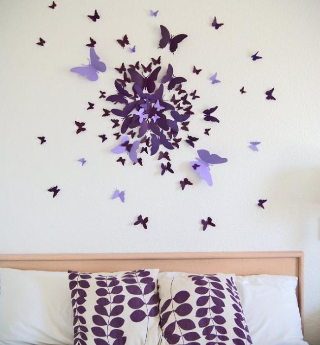 Beaux papillons en papier épais de couleur