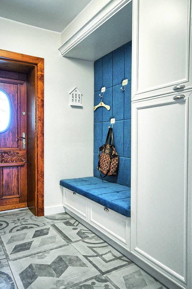 couleur du couloir à l'intérieur d'un couloir étroit