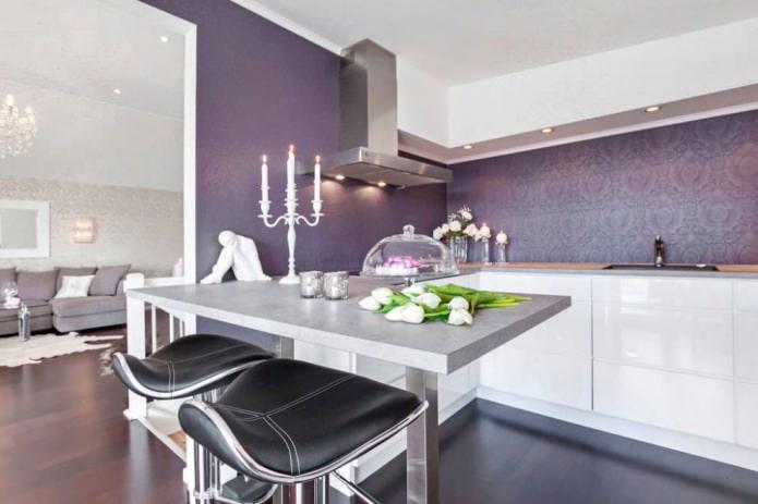 papier peint violet dans la cuisine