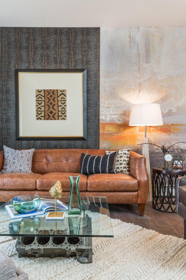Le canapé en cuir aux couleurs chaudes revient à la mode
