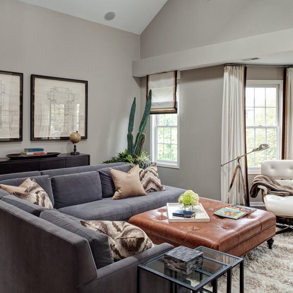 Les canapés avec rembourrage floqué ont un ton uniforme agréable, une légère brillance à la lumière naturelle et sont l'une des options de mobilier les plus pratiques.  Ces canapés sont la meilleure option pour le salon.
