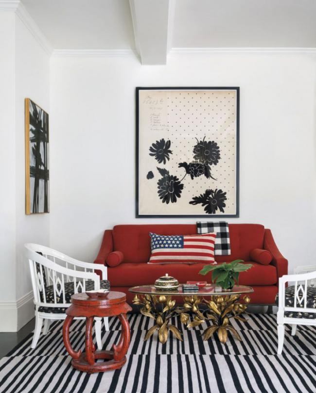 Les amateurs de motifs américains à l'intérieur peuvent choisir des canapés rouges