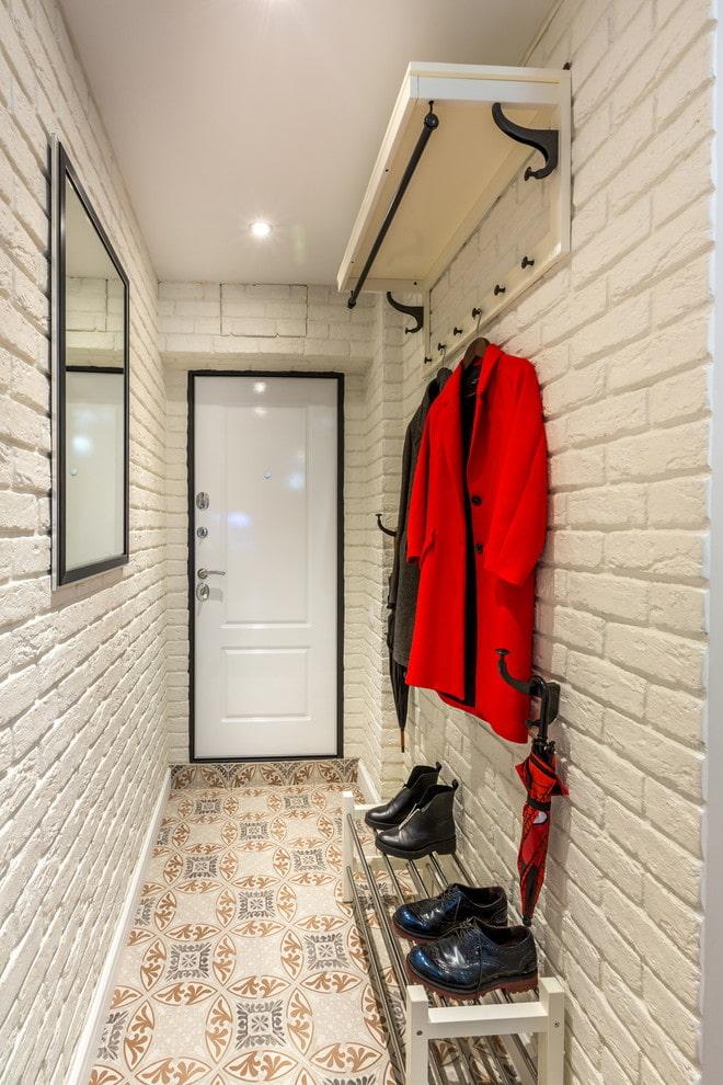 finition à l'intérieur d'un petit couloir
