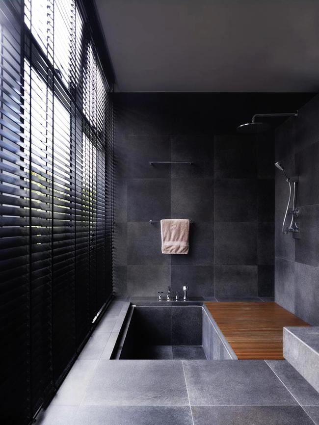 Une technique peu encombrante qui permet de combiner à la fois un bain et une douche dans une petite pièce