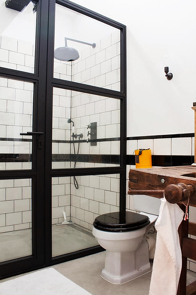 Belle salle de bain de style loft