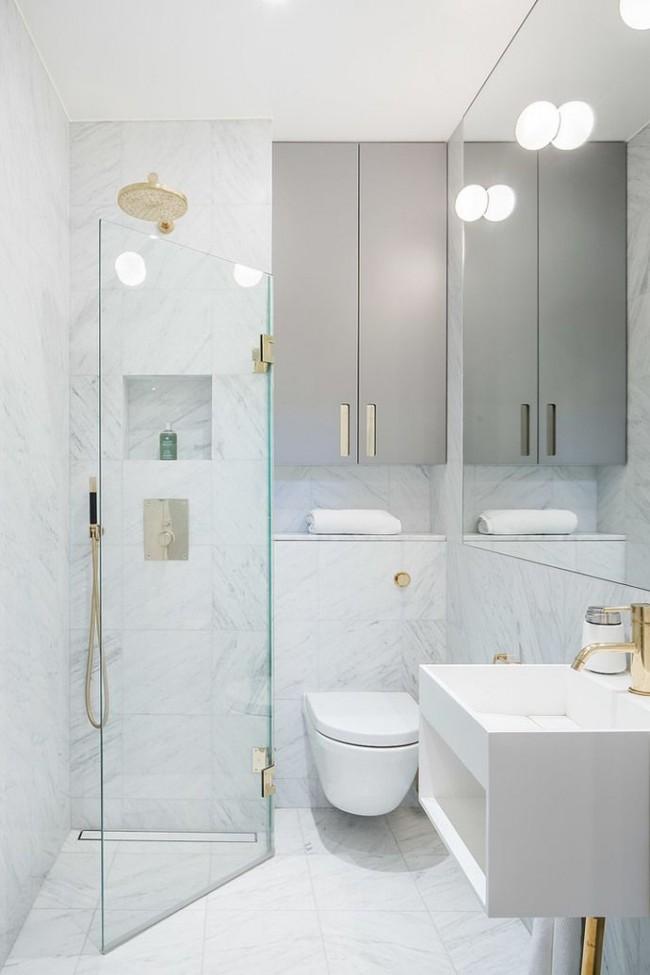 Salle de douche d'angle pour les espaces étroits et petits