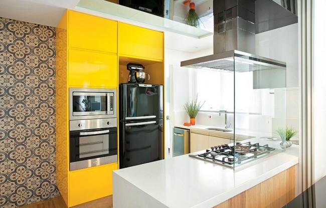 Kitchenette miniature avec armoires lumineuses