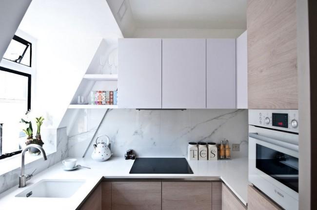 Petite cuisine avec beaucoup d'espace de rangement